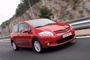 КУПЛЮ задний бампер Тойота Аурис 2008-го года,  красный